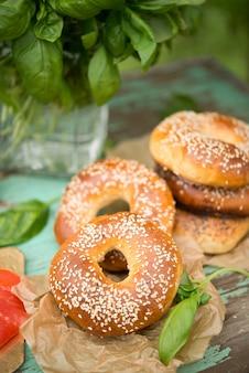 Zelfgemaakte bagels met sesamzaadjes