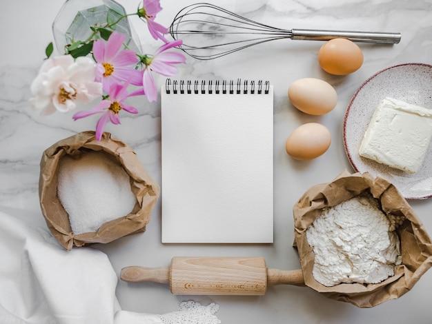 Zelfgemaakte bakkerijproducten koken. heerlijk en gezond voedselconcept