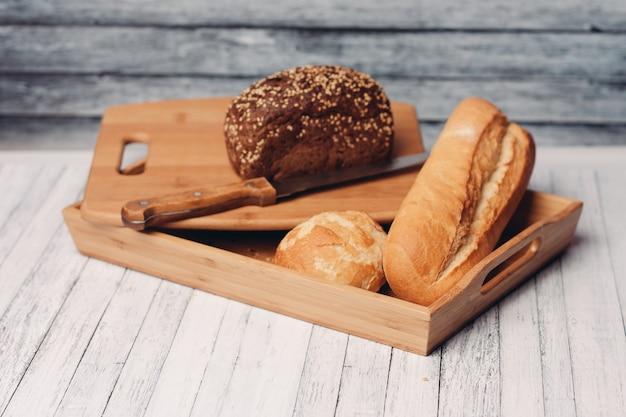 Zelfgemaakte bakplaat houten bakplaat met frisse smaak