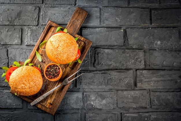 Zelfgemaakte bbq rundvlees sandwich hamburgers
