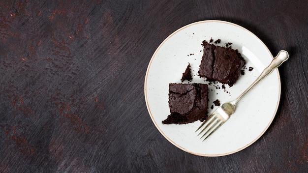 Zelfgemaakte cake gemaakt van chocolade