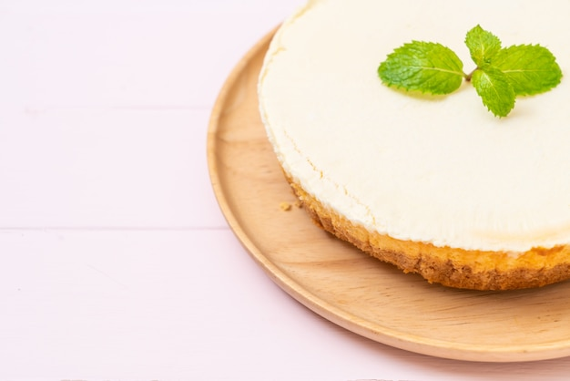 Zelfgemaakte cheesecake met munt