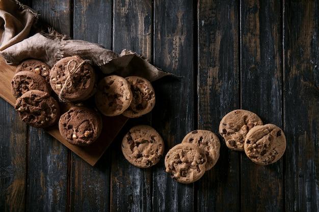 Zelfgemaakte chocolade laat koekjes vallen