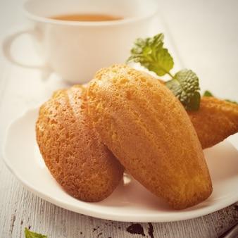 Zelfgemaakte citroenkoekjes madeleine