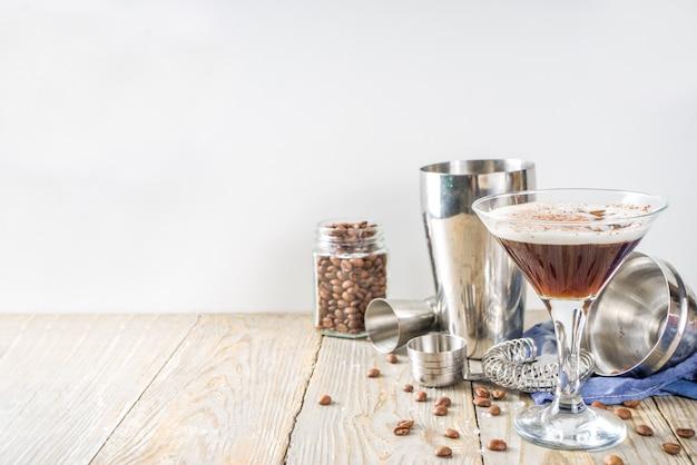 Zelfgemaakte espresso martini cocktail