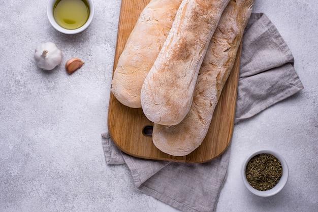 Zelfgemaakte franse baguettes met olijfolie