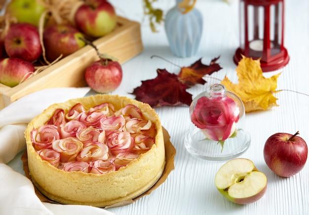 Zelfgemaakte gebakken appeltaart