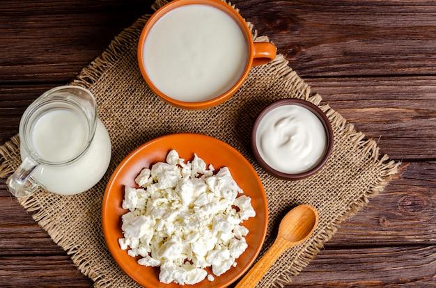 Zelfgemaakte gefermenteerde melkproducten