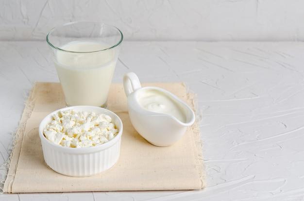 Zelfgemaakte gefermenteerde producten - kefir, kwark, budget