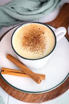Zelfgemaakte gouden melk ontstekingsremmende drank