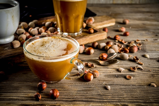 Zelfgemaakte hazelnootkoffie latte