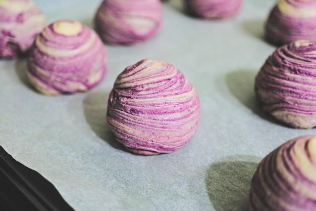 Zelfgemaakte heerlijke dessert taro krokant