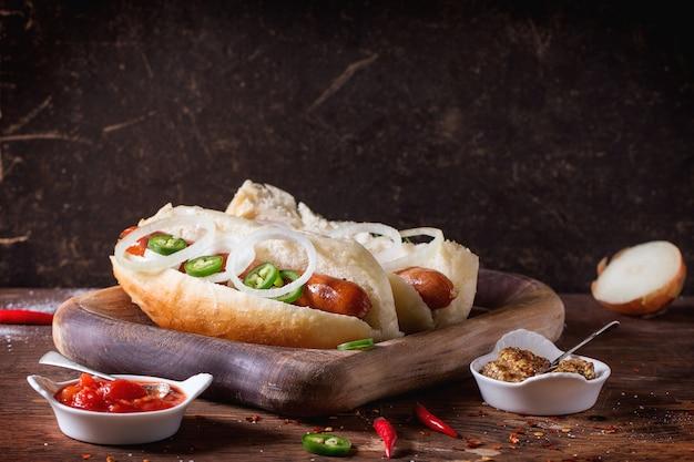 Zelfgemaakte hotdogs