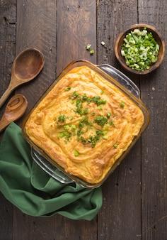 Zelfgemaakte irish shepherd's pie met lam en aardappelen