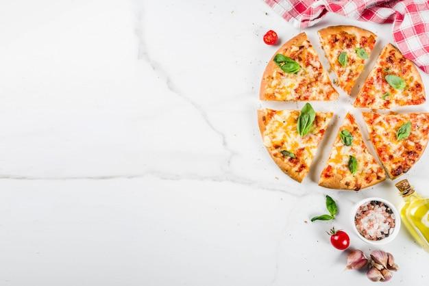 Zelfgemaakte kaasachtige pizza