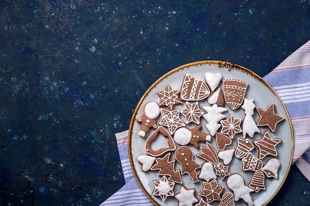 Zelfgemaakte kaneel- en gemberkoekjes van kerstmis