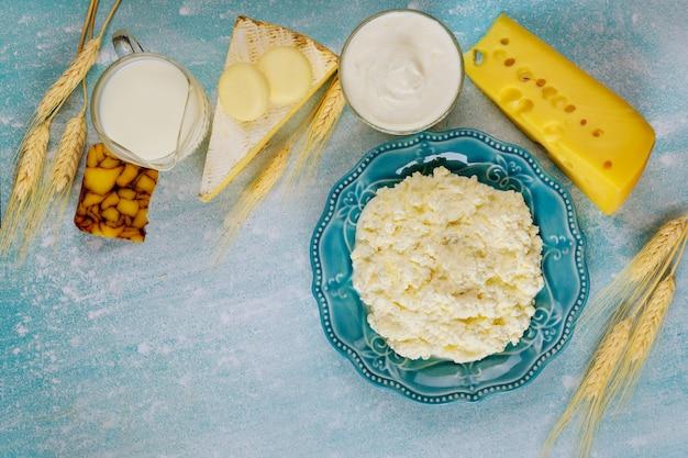 Zelfgemaakte kwark met melk en tarwe