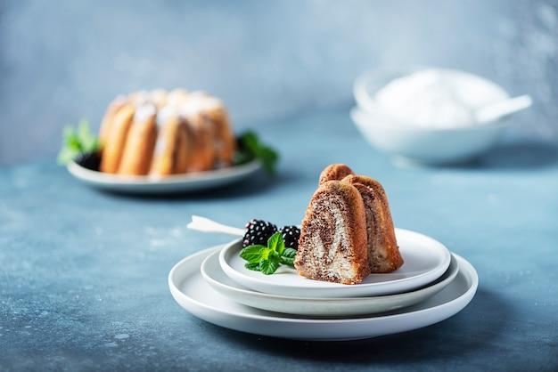 Zelfgemaakte marmeren cake