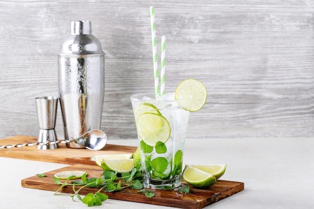 Zelfgemaakte mojito-cocktail