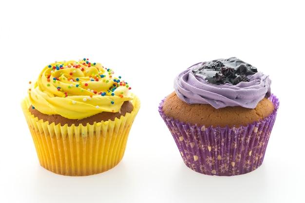 Zelfgemaakte muffins met verschillende toppings