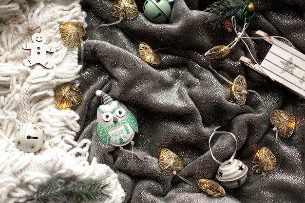 Zelfgemaakte ontbijtkoek kerstkoekjes en decoraties