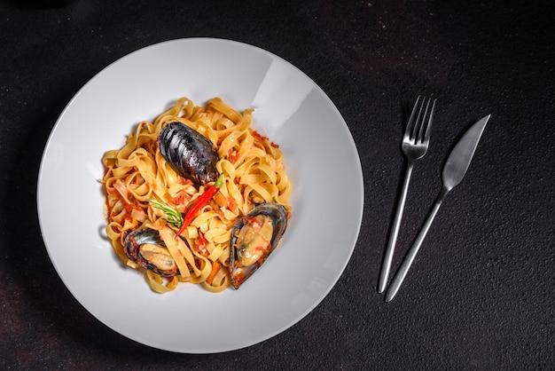 Zelfgemaakte pasta met mosselen