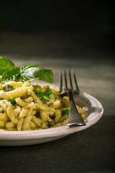 Zelfgemaakte pasta trofie