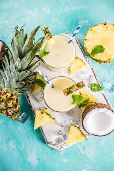 Zelfgemaakte pina colada-cocktail