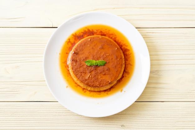 Zelfgemaakte pudding van karamelvla