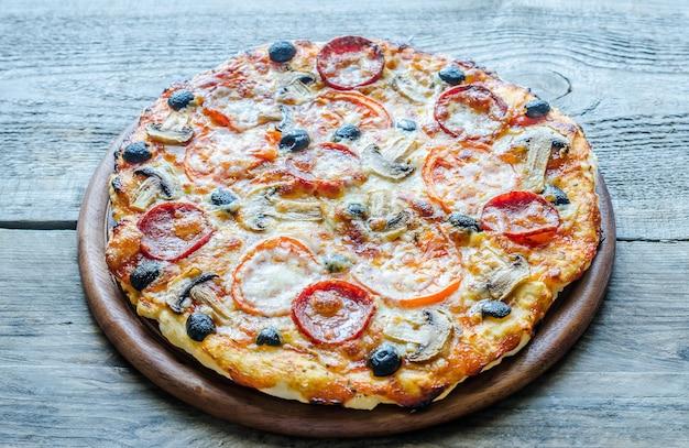 Zelfgemaakte regina-pizza