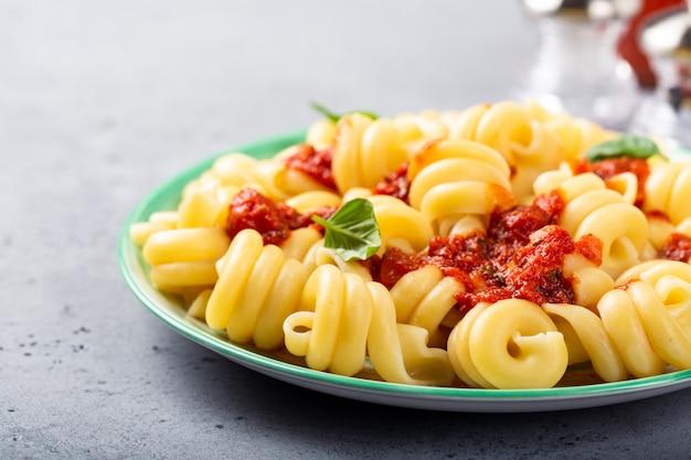 Zelfgemaakte volkoren pasta trattole