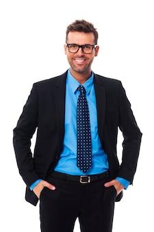 Zelfverzekerd, tevreden en vrijmoedig zakenman