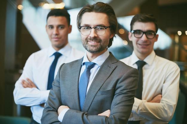 Zelfverzekerd zakenlieden