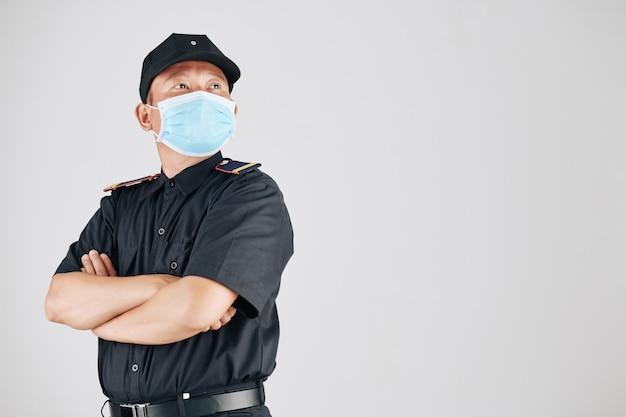 Zelfverzekerde politieagent