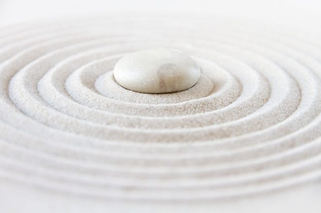 Zen japanse tuin met witte stenen