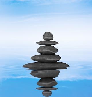 Zen stenen evenwicht concept