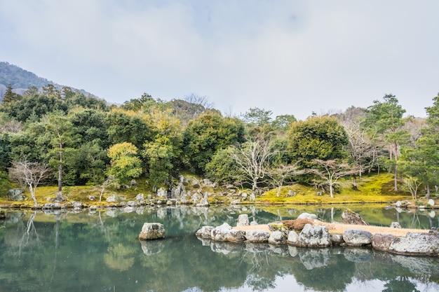 Zentuin van tenryu-ji-tempel, arashiyama, kyoto, japan.