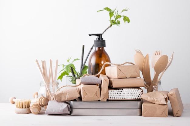 Zero waste concept, zonder plastic. set natuurlijke keukenaccessoires. milieuvriendelijk leven