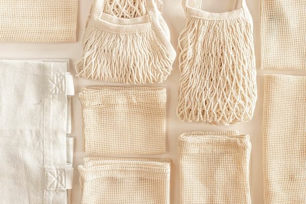 Zero waste minimale samenstelling met koord- en canvas tassen voor opslag