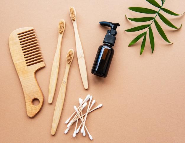 Zero waste natuurlijke cosmeticaproducten op bruin