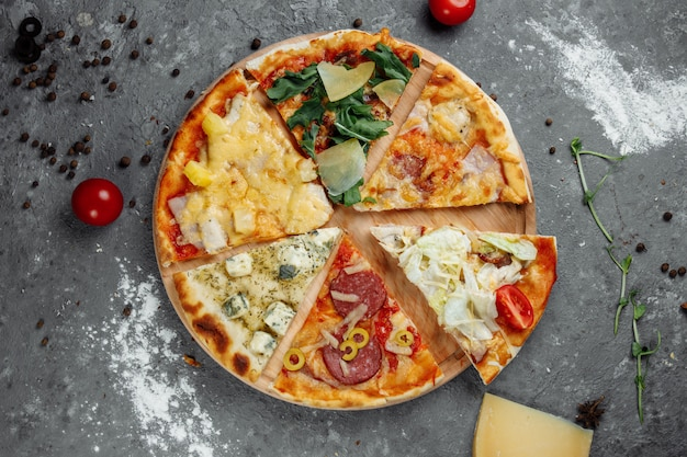 Zes plakjes pizza gevouwen in één