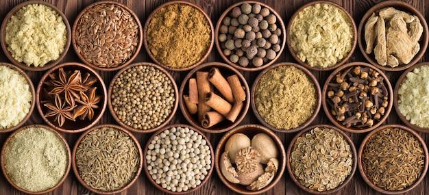Zet als achtergrondkruiden, kruiden voor voedsel van diverse keuken