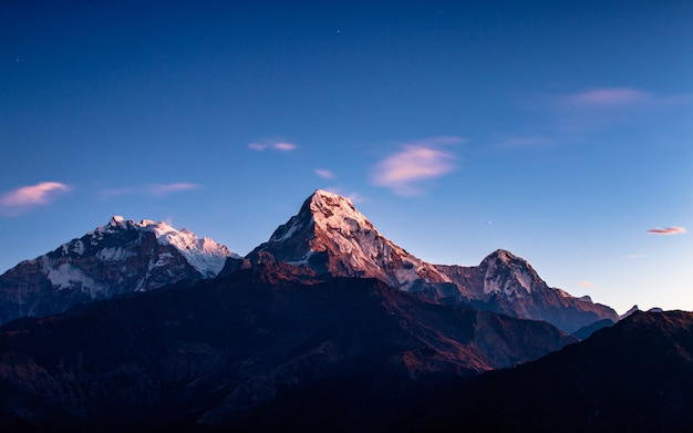 Zet annapurna south-waaier van poonhill, nepal op.