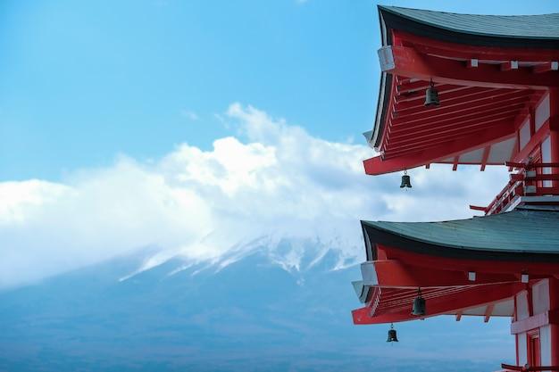 Zet fuji met de rode pagode van chureito op