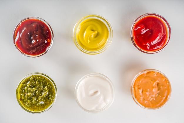 Zet kommen van verschillende dip en sauzen