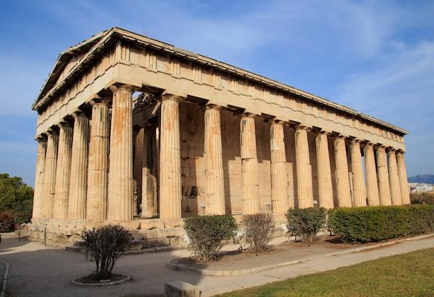 Zicht op de tempel van hephaestus in het oude agora, athene,