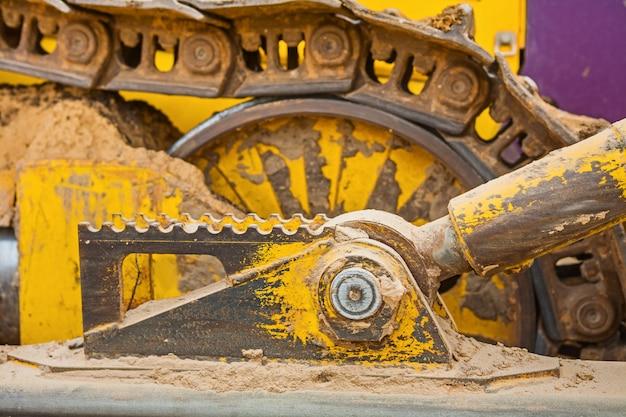 Zicht op een deel van de machine bulldozer track