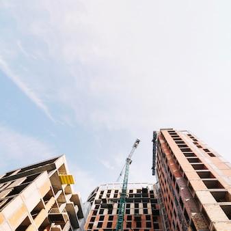Zicht op gebouw in aanbouw