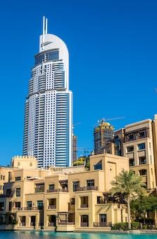 Zicht op het address downtown hotel in dubai op 28 december 2015. de toren brandde af op de nieuwjaarsnacht