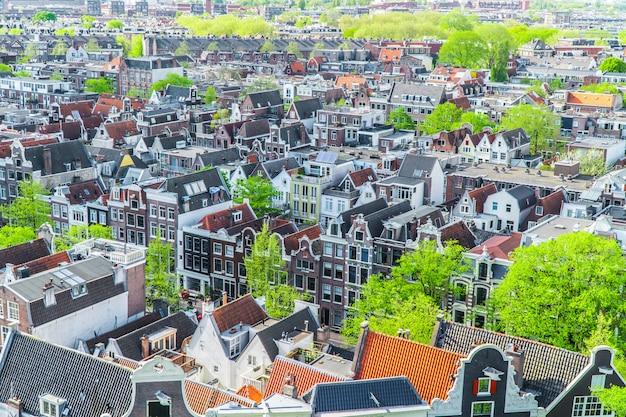 Zicht op huizen in amsterdam